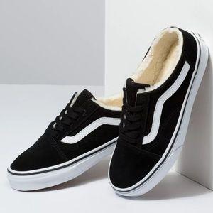 Vans Old Skool Mule Sneakers: Black Suede/Sherpa
